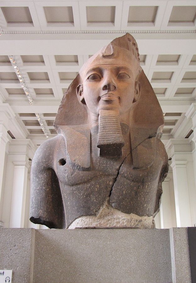 """The """"Younger Memnon"""" statue of Ramesses II"""